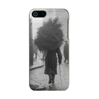 1915: A soldier carrying a christmas tree Incipio Feather® Shine iPhone 5 Case