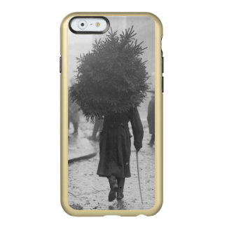 1915: A soldier carrying a christmas tree Incipio Feather® Shine iPhone 6 Case