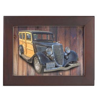 1934 VINTAGE WOODIE KEEPSAKE BOX
