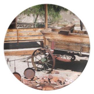 2010-06-26 C Las Vegas (189)abandoned_campsite2.JP Party Plates