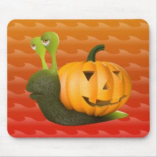 3d-snail-pumpkin mouse pad
