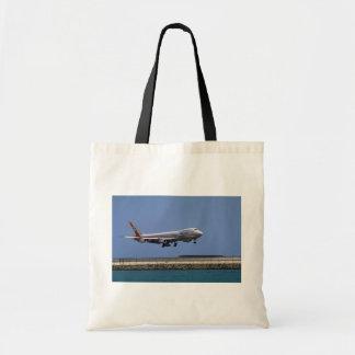747 landing, Honolulu, Hawaii, U.S.A. Tote Bag