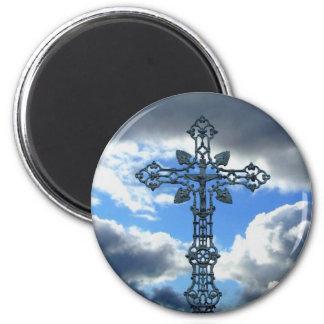 A beautiful cross 6 cm round magnet