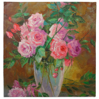 A bouquet of roses in vase napkin