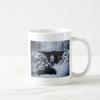 A Couple Walking Under a Snowy Glen Span Arch Coffee Mug