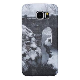 A Couple Walking Under a Snowy Glen Span Arch Samsung Galaxy S6 Cases