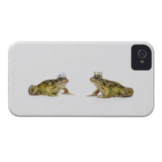 a king and queen frog looking at each other iPhone 4 cases