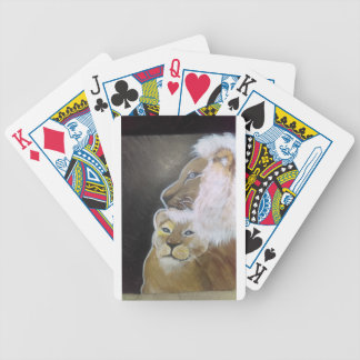A king protects his queen bicycle playing cards