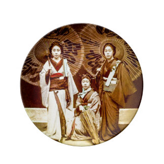 A Trio of Japanese Geisha in Old Japan Vintage 芸者 Plate
