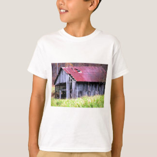 ABANDONED HORSE BARN IN AUTUMN FALL T-SHIRTS