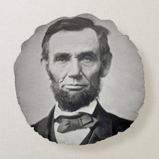 Abraham Lincoln Gettysburg Portrait Round Cushion