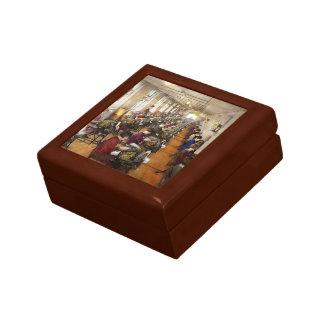 Accountant - The enumeration division 1924 Small Square Gift Box