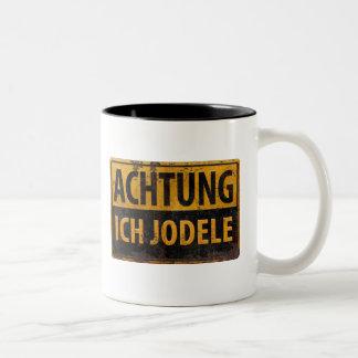 ACHTUNG ICH JODELE Lustig German Yodel Sign Schild Two-Tone Coffee Mug