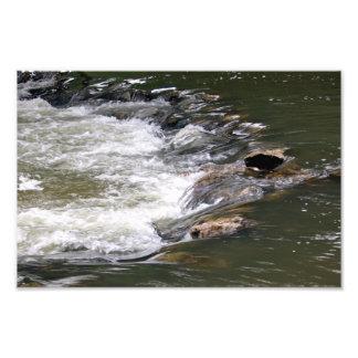 Agua del río Guadiaro entre saltando entre rocas Arte Con Fotos