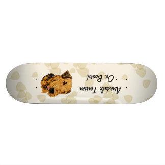 Airedale Terrier ~ Tan Leaves Design 18.1 Cm Old School Skateboard Deck