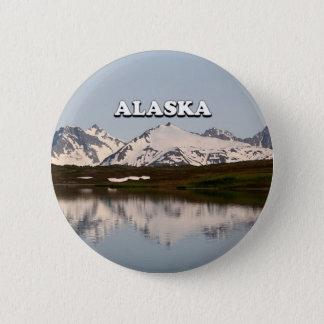 Alaska: Lake reflections of mountains 6 Cm Round Badge