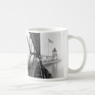Algoma Pierhead Lighthouse Coffee Mug