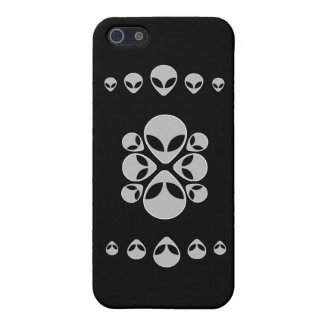 Alien Heads iPhone 5/5S Cover