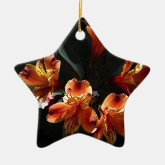 alstroemère ceramic ornament