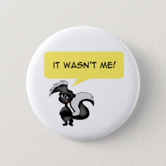 Angry skunk 6 cm round badge
