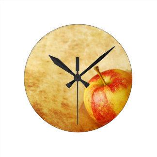 Apple vintage design round clock