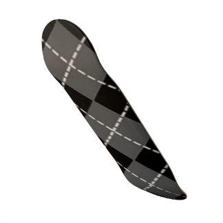 ARGYLE PATTERN SKATE BOARD