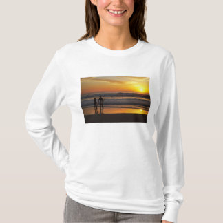 Australia, Queensland, Gold Coast, Surfers at T-Shirt