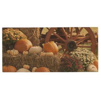 Autumn Pumpkins And Mum Display Wood USB 2.0 Flash Drive