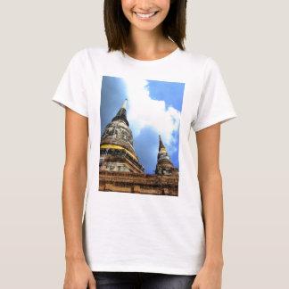 Ayutthaya. Wat Yai Chai Mongkol. T-Shirt