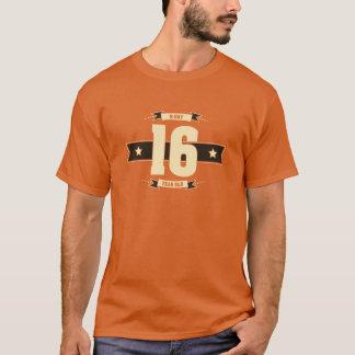 B-day-16-(Cream&Choco) T-Shirt