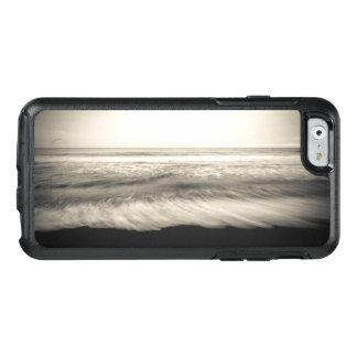 B&W seascape, Hawaii OtterBox iPhone 6/6s Case