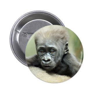 BABY GORILLA RELAXING 6 CM ROUND BADGE