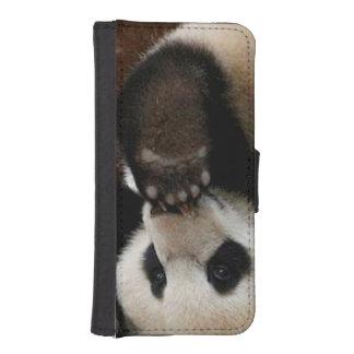 Baby pandas playing - baby panda  cute panda iPhone SE/5/5s wallet case