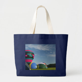 Balloons inflating at xlta event tote bag
