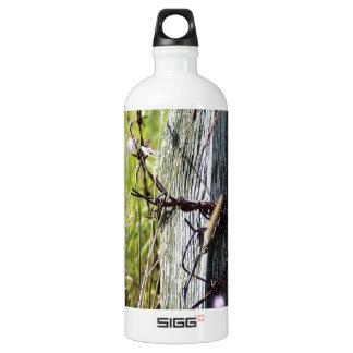 Barbed wire fence post SIGG traveller 1.0L water bottle