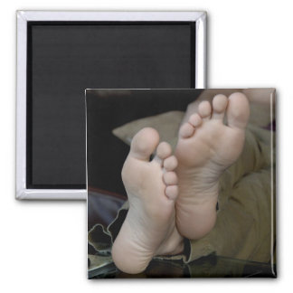 Barefeet foot magnet