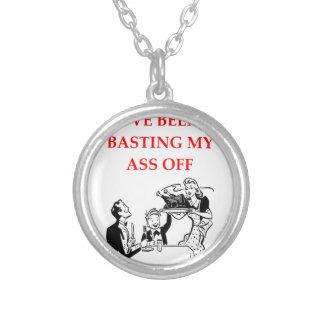 basting round pendant necklace