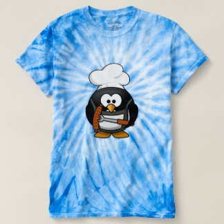 BBQ Penguin with a barbeque hotdog in his hand. bl T-Shirt