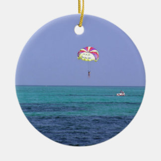 Beautiful day for para-sailing round ceramic decoration