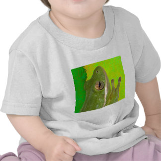 Beautiful green tree frog giviing the peace sign tshirt
