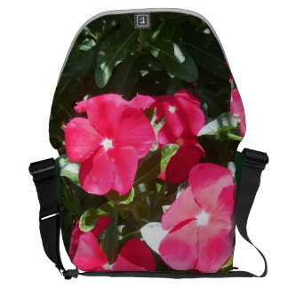 Beautiful Red Periwinkle Flowers Up Close Print Commuter Bags