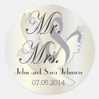 Beautiful Wedding Dove   Pesonalize Classic Round Sticker