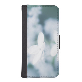 Beautiful white blossoms iPhone SE/5/5s wallet case