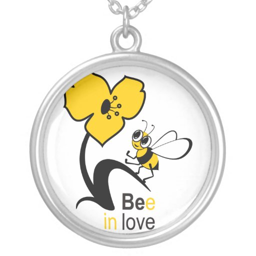 Bee in love round pendant necklace