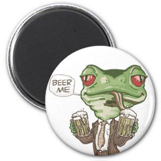 Beer Me Green Frog by Mudge Studios 6 Cm Round Magnet