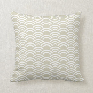 Beige White Scallop Pattern Decorative Pillow