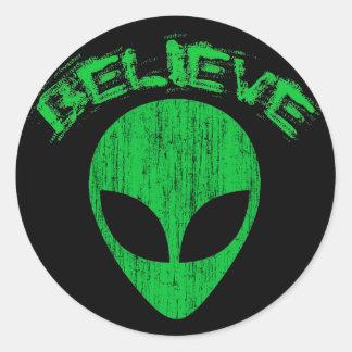 BELIEVE - GREEN ALIEN HEAD DESIGN CLASSIC ROUND STICKER