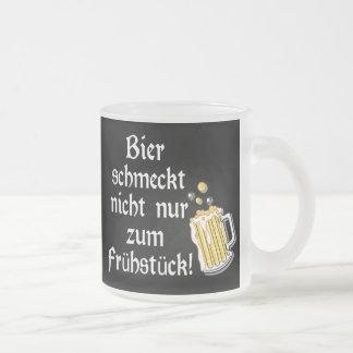 Bier schmeckt nicht nur zum Frühstück! Frosted Glass Coffee Mug