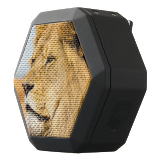 Big lion looking far away black bluetooth speaker