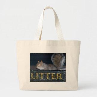 Bin-raid! Cheeky squirrel Canvas Bags